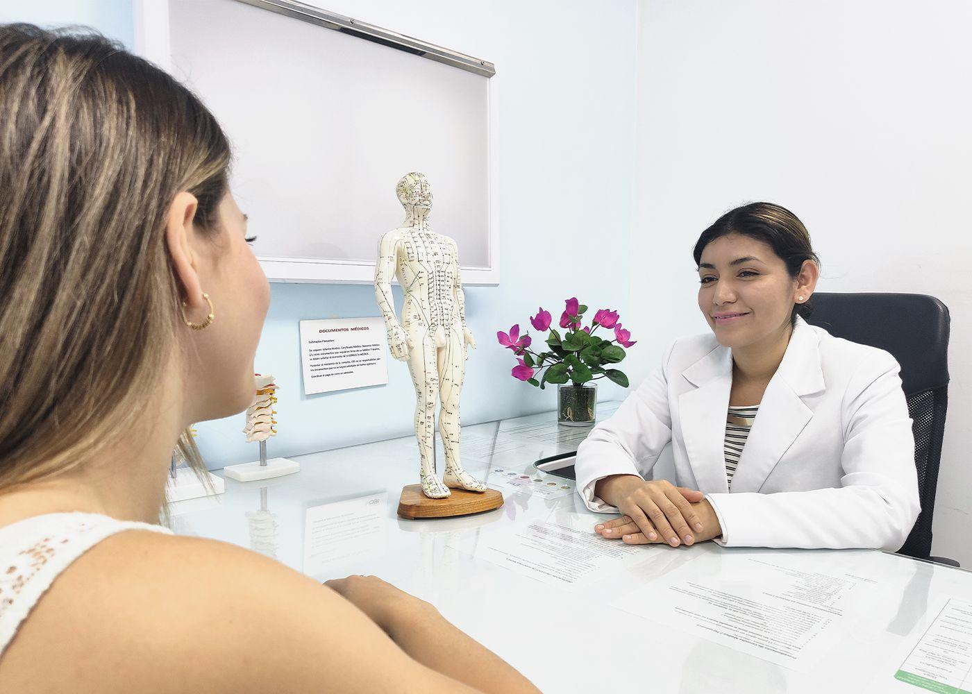 paciente asmática en consulta medica en OSI