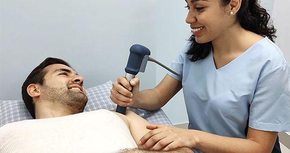 aplicación de ondas de choque a paciente